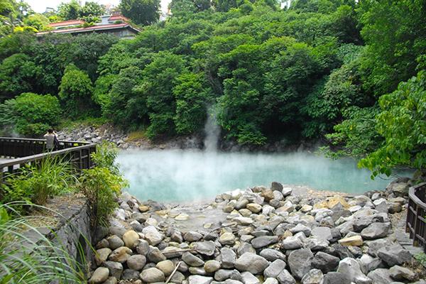 Tắm suối nước nóng ở Betiou