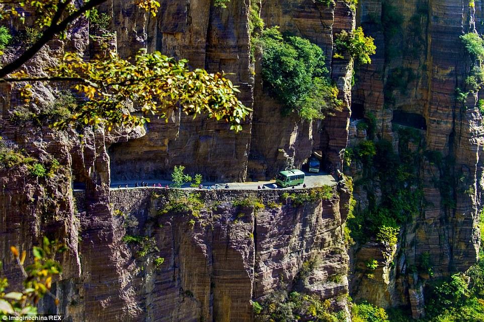 Đường vào làng Guoliang