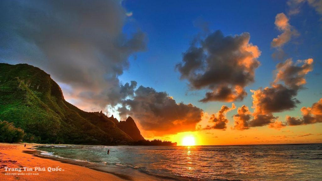 Ngắm hoàng hôn tuyệt đẹp trên đảo