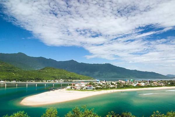 Khí trời mùa thu là thời điểm đẹp nhất để du lịch Huế