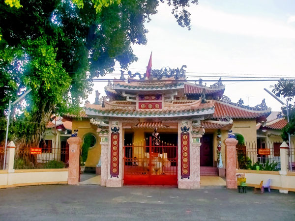 tham-quan-den-tho-vi-tuong-nguyen-trung-truc